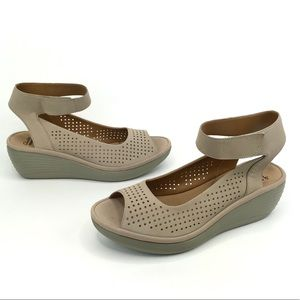 Clarks Reedly Salene US 12 M Nude Wedge Sandals